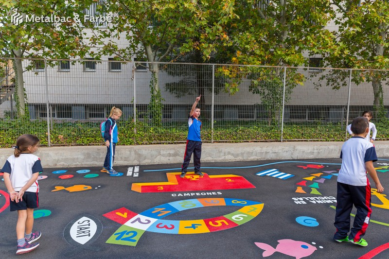 1954_Playform_Games_Spain_Zaragoza_aparcamiento_giochi_di_dinosauri_podwórkowa_gra_alfabet_cartelli_segnalatori